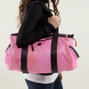 CUTE Lululemon on the run duffel tote gym bag PINK